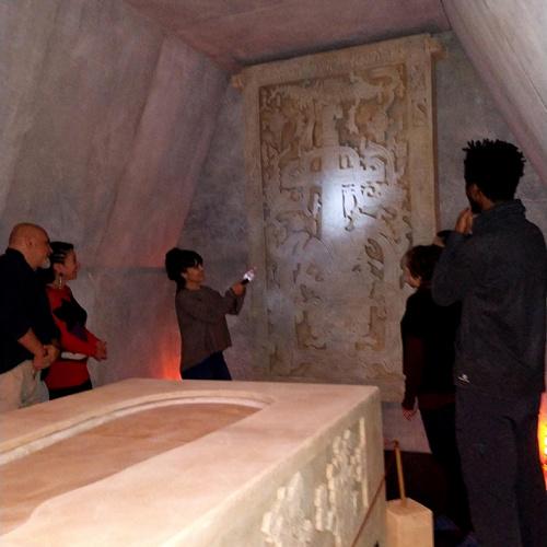 Visita guiada a la recreación de la Cripta y Sarcófago de Palenque